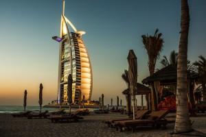 Dubai im Mietauto entdecken